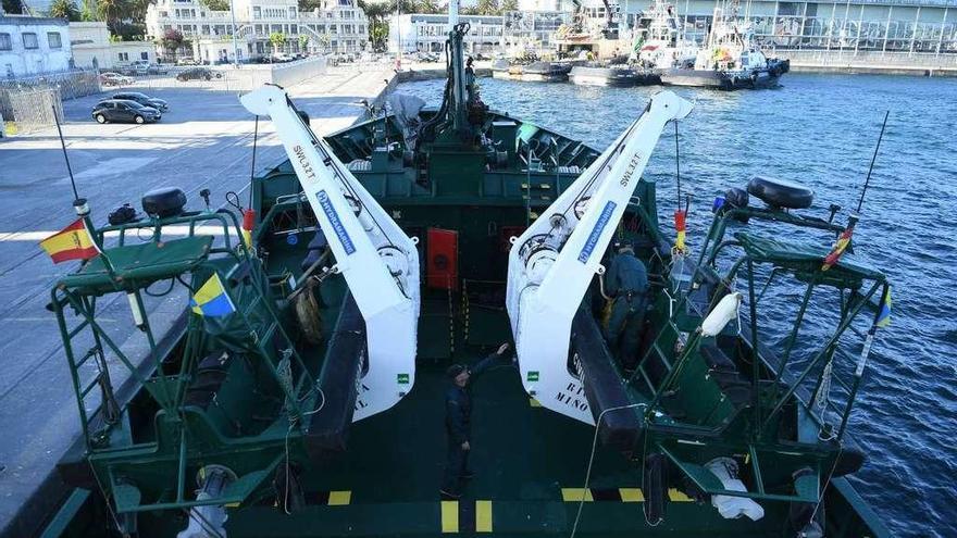 El patrullero 'Río Miño' que vigila la campaña de la xarda atraca en A Coruña