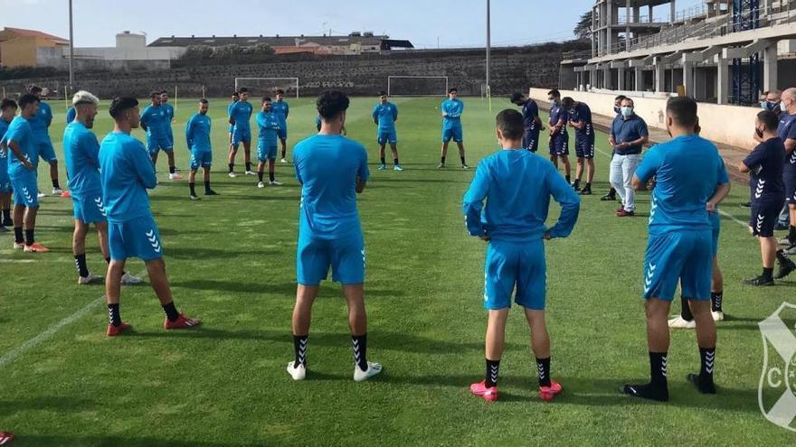 Un supuesto positivo Covid-19 paraliza al CD Tenerife B