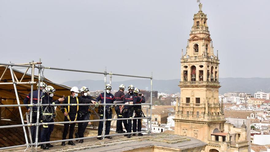 Los bomberos de Córdoba comprueban las medidas contra incendios de la Mezquita-Catedral
