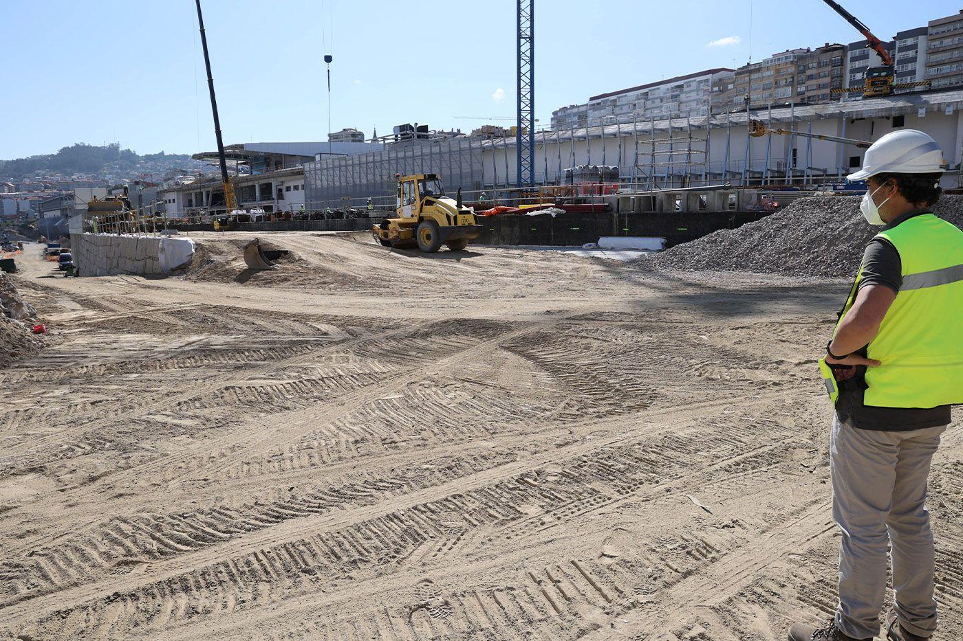 Obras de la estación de buses y, al fondo, del complejo Vialia