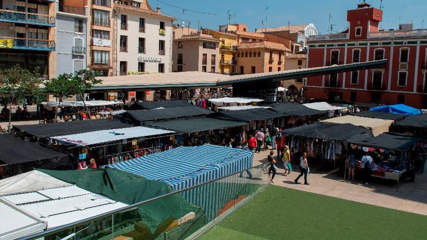 La satisfacción marca el regreso del mercado ambulante al centro de Vila-real