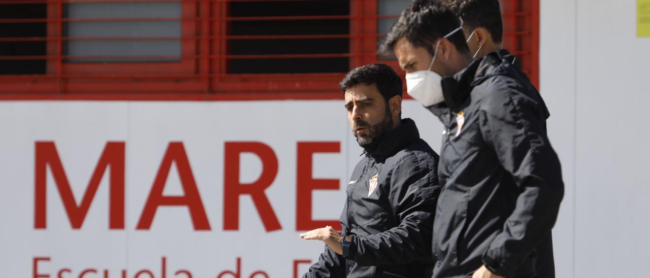 David Gallego, con sus ayudantes, en Mareo