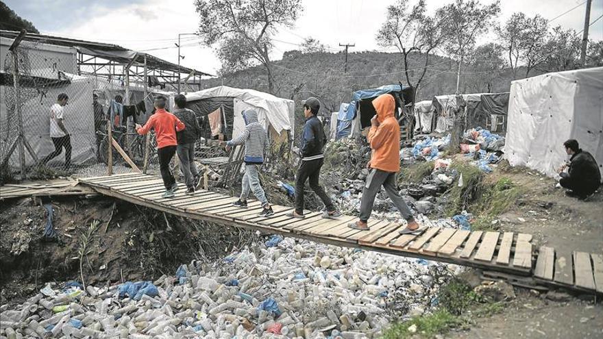 Cientos de menores llevan meses bloqueados en Moria