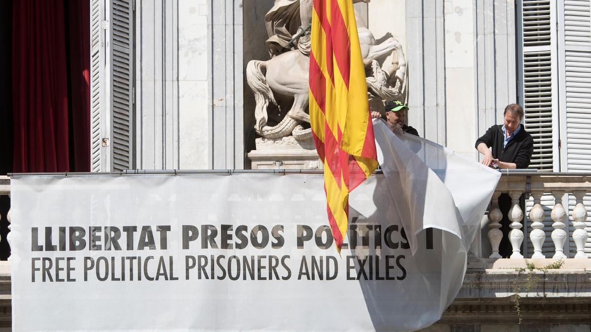 El TSJC concluye que Torra fue partidista con la pancarta pro-presos en el Palau.
