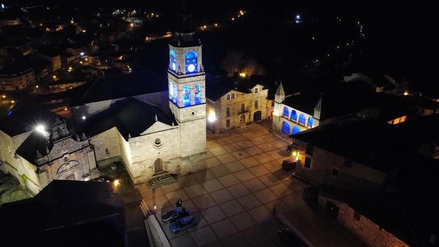 Puebla de Sanabria se ilumina en el Día de la Enfermería