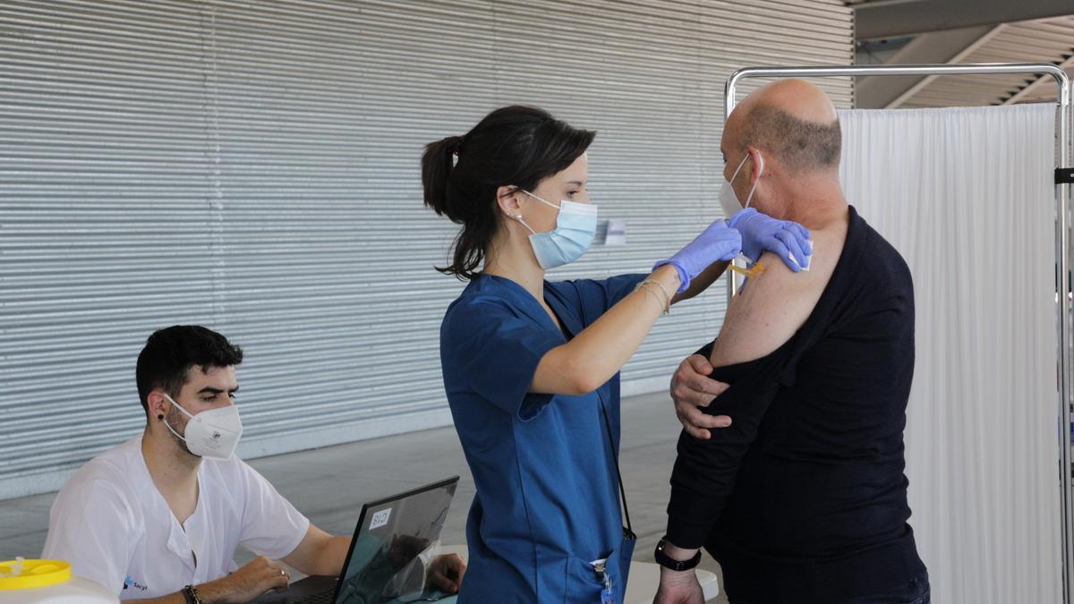 Continúa la administración de la segunda dosis de la vacuna contra el COVID-19 en Castilla y León