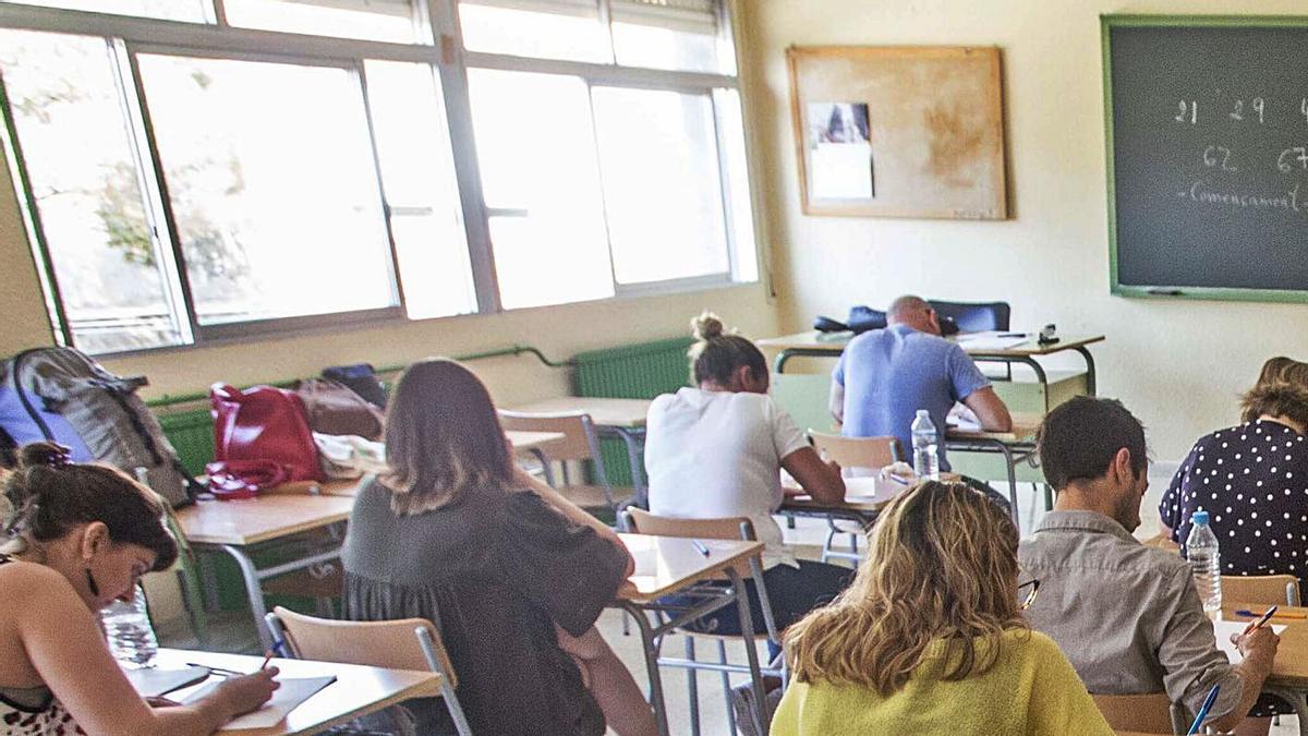 Aspirantes a una plaza de docente en las últimas oposiciones celebradas en Alicante.