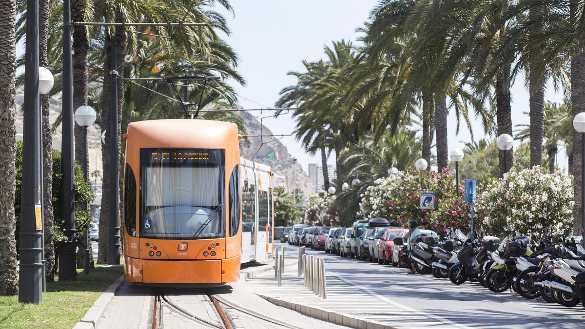 A tram circulating along the Postiguet beach