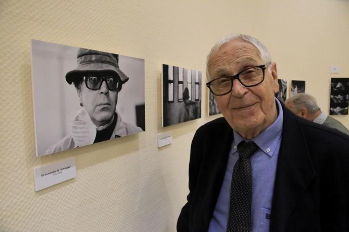 Delia Padrón Exposición de Fotonoviembre de Alejandro Togores , ' El herrero fabularor ' , con la presencia de Martín Chirino, objeto de la serie fotográfica
