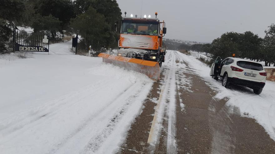 Temporal Filomena en Zamora | Las quitanieves de la Diputación trabajan para despejar las carreteras provinciales