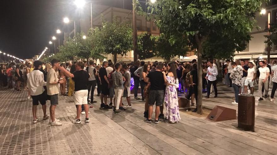 Desalojadas 800 personas reunidas en el puerto de Ibiza