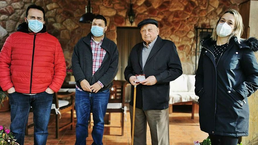 Bimenes homenajea a Manuel Montes, vecino más longevo entre los que fueron mineros
