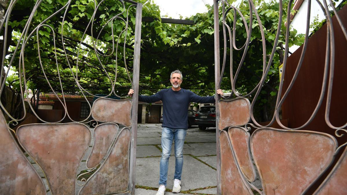 El cocinero, Pepe Solla, a las puertas de su restaurante