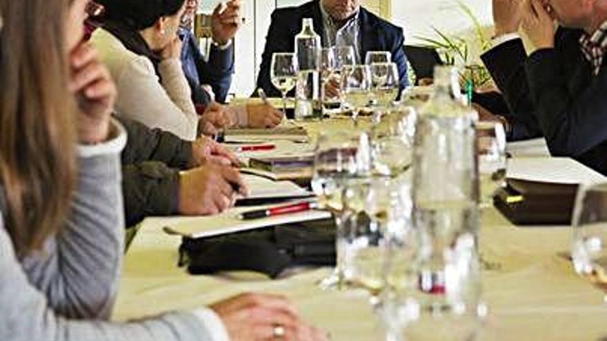 El zamorano Juan Carlos López, al fondo, en la reunión.