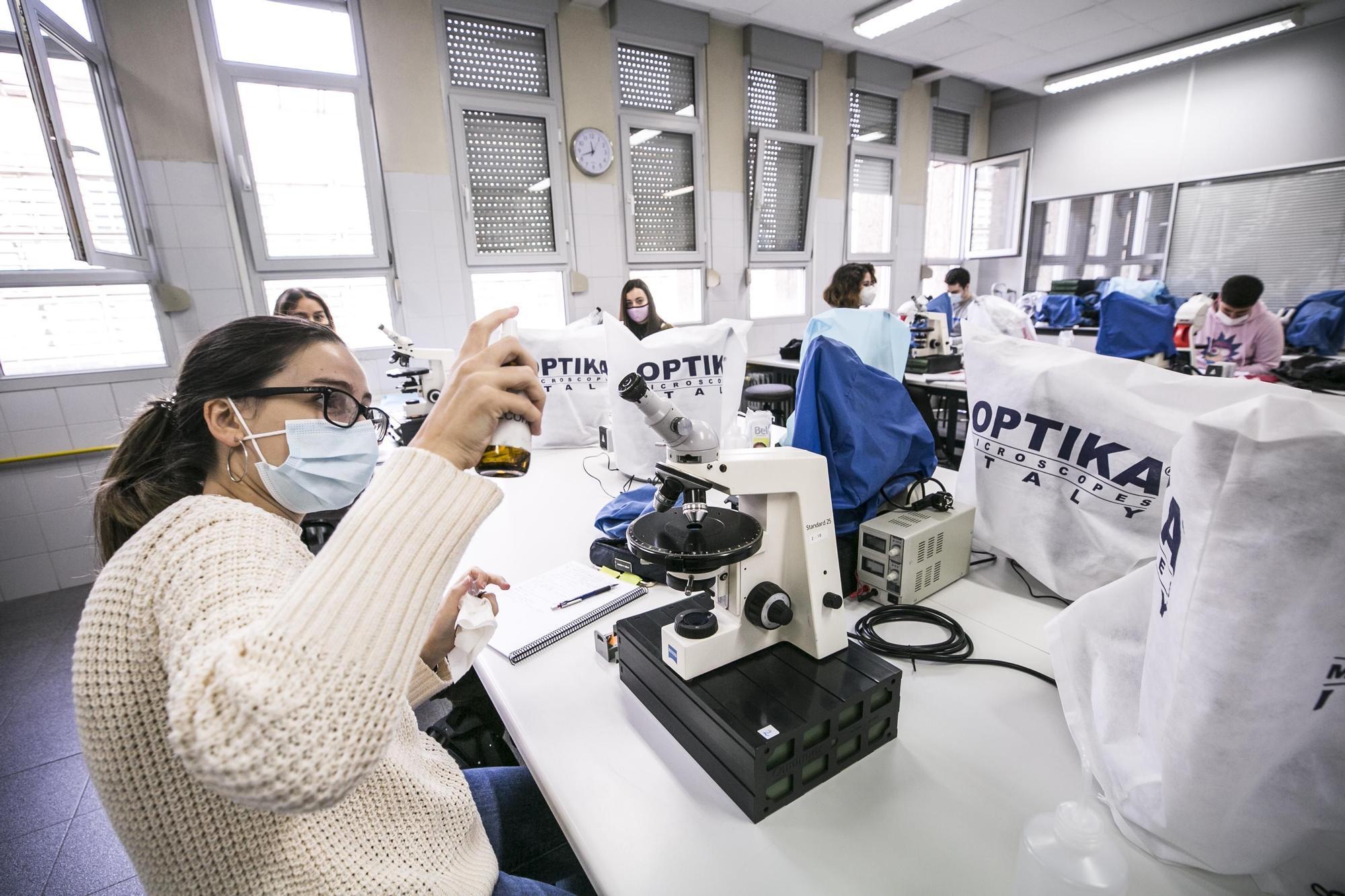 La vuelta a los laboratorios en la Universidad de Oviedo