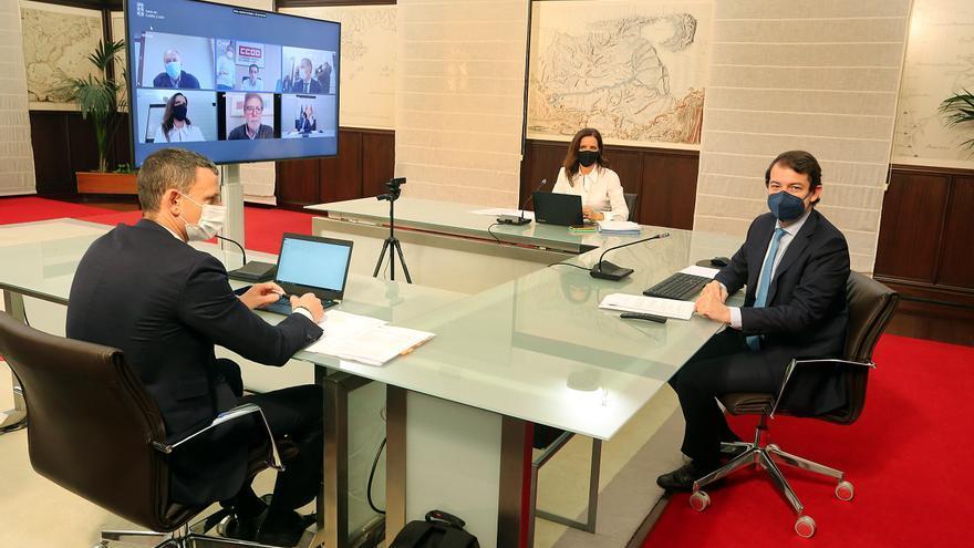 Mañueco garantiza que la modificación de las condiciones laborales de los sanitarios se hará desde el diálogo