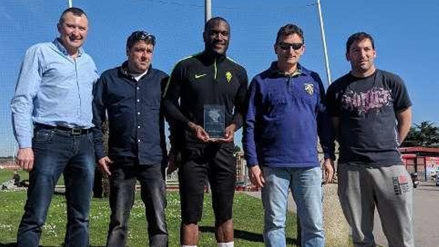Babin recibe un premio y Canella y Peybernes se quedan en Gijón
