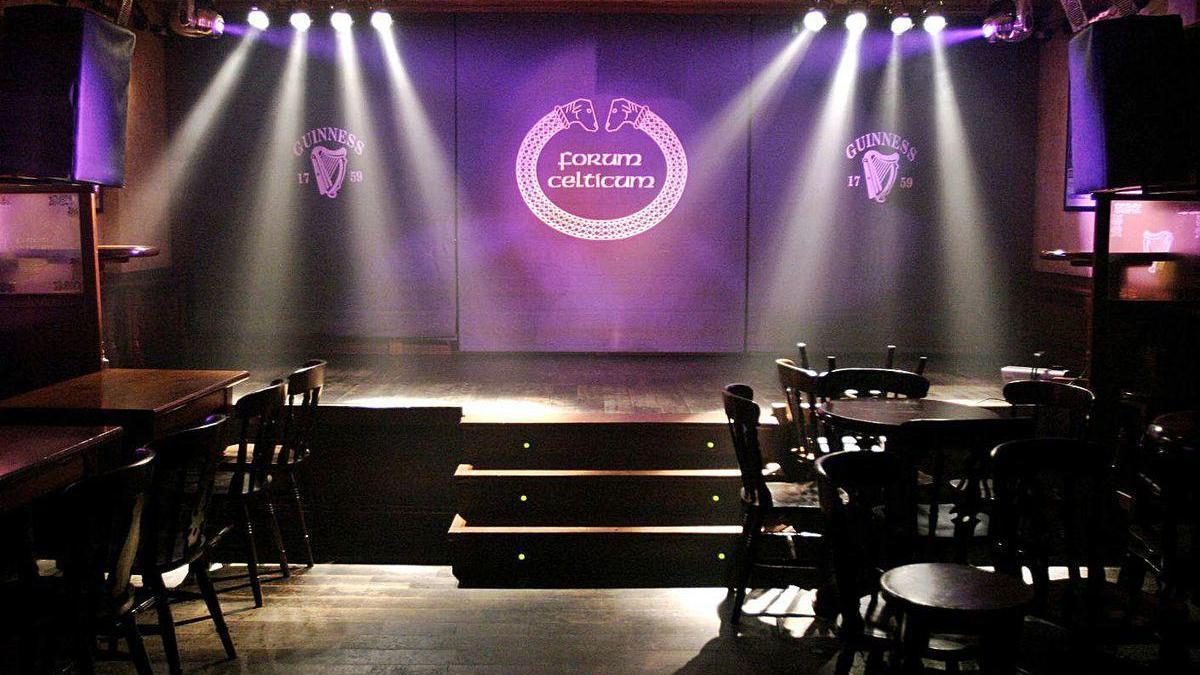El escenario del Forum Celticum, vacío.