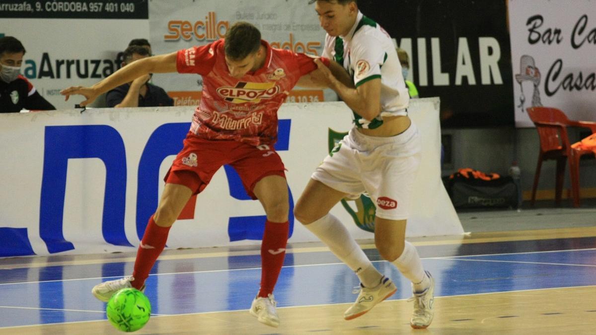 Una jugada del partido Córdoba-ElPozo