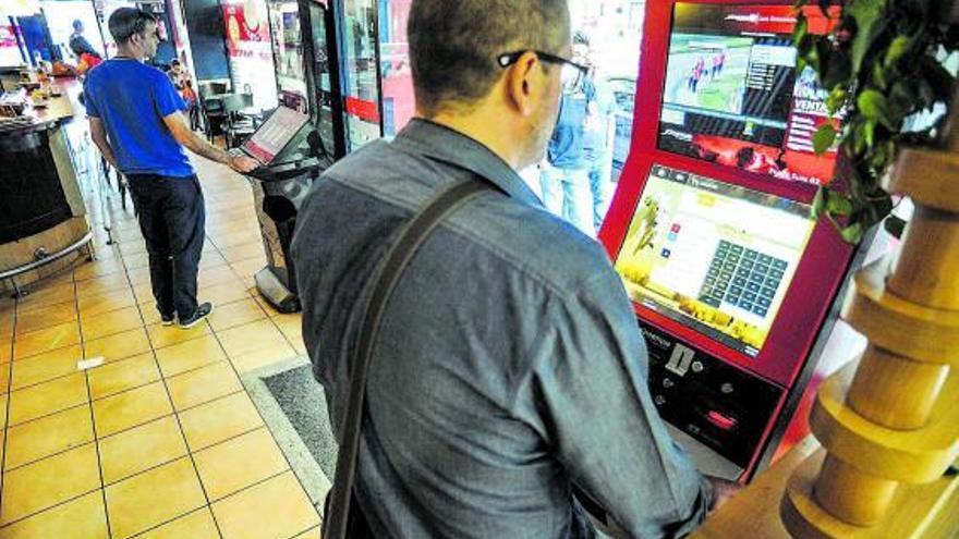 Golpe judicial: los bares podrán instalar máquinas de apuestas sin permiso de las tragaperras