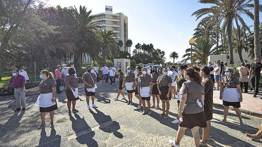 El Oliva Beach tiene en vilo a 400 familias