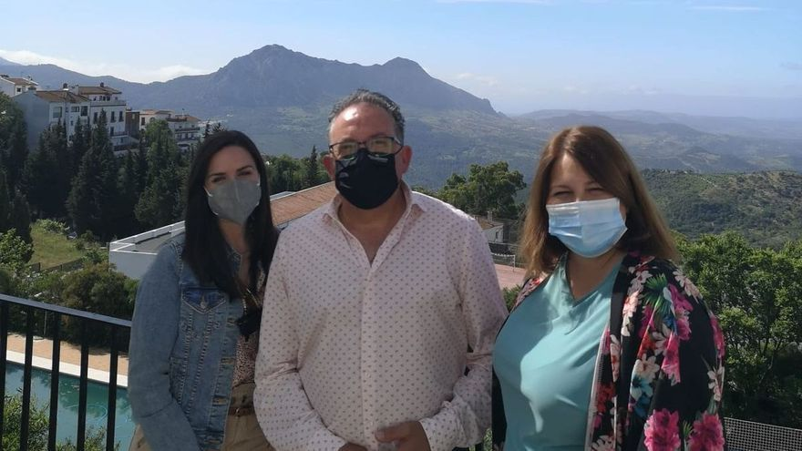 Una nueva red de transportes facilitará a los mayores de la Serranía de Ronda sus trámites bancarios