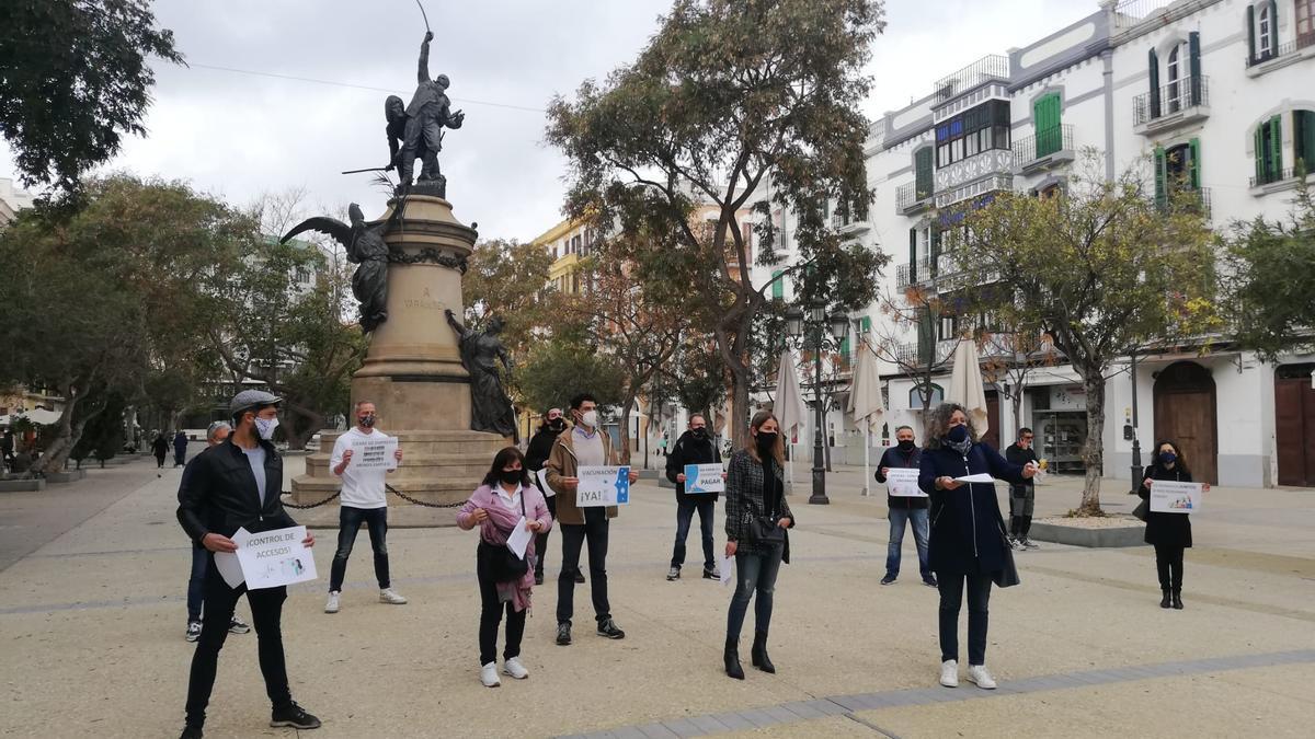 Los  convocantes de la manifestación, esta mañana en Vara de Rey.
