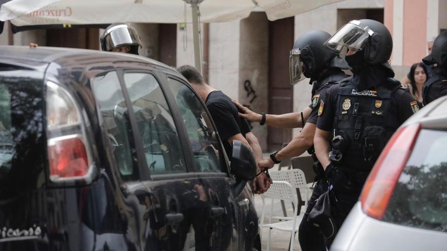 Cuatro detenidos en una redada antidroga en la plaza Atarazanas de Palma