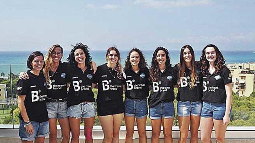 El B the travel brand Mallorca presenta a su equipo femenino