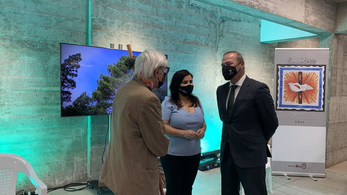 Pepe Dámaso, Mari Brito y Augusto Hidalgo, momentos antes de presentar el programa de actos de las Fiestas de Candelaria 2021