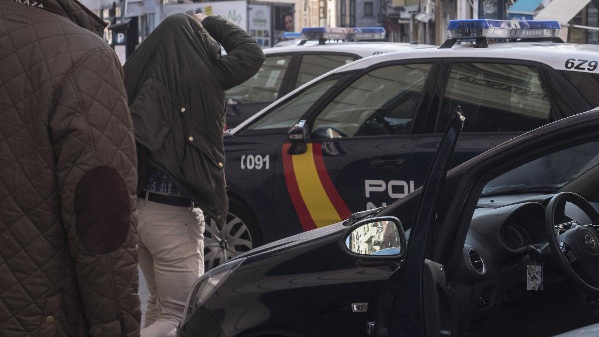Un detenido sale de los juzgados de Zamora.