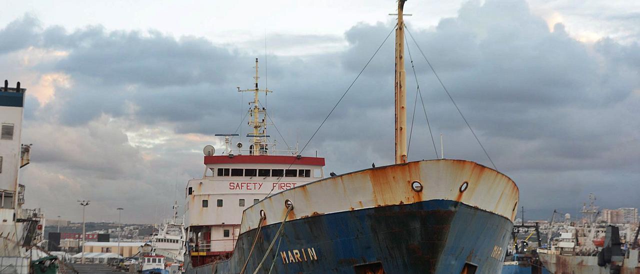 El buque 'Marin', atracado en el pantalán de Fransari en una imagen de archivo.