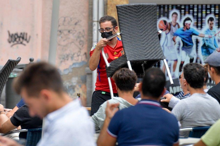 Aficionados ven en la capital grancanaria el partido de España en cuartos de final de la Eurocopa