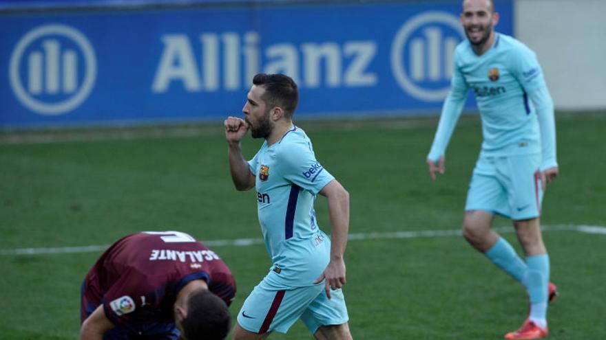 Un Barça a mig gas guanya l'Eibar, que acaba amb deu