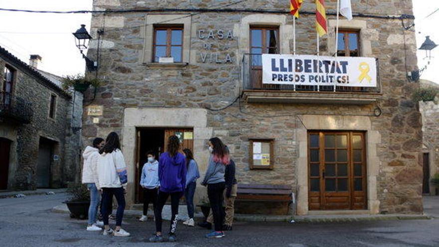 Joves de Collsuspina creen una cooperativa de serveis pels veïns del poble