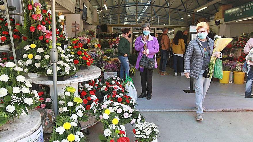 Más flores en el cementerio el año después