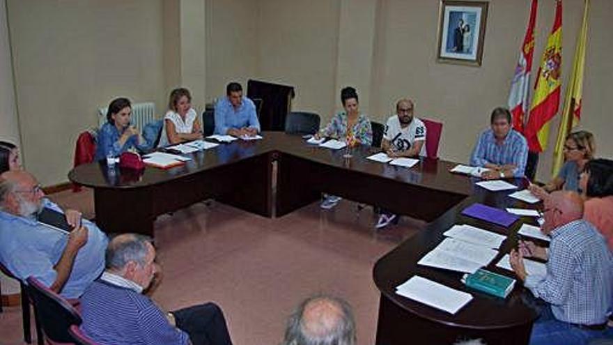 Pleno del Ayuntamiento de Fuentesaúco del pasado jueves, con la ausencia de Gaspar Corrales .
