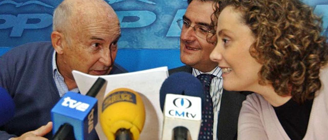 José Martínez Prieto, en el año 2010, junto a Ovidio Sánchez y Beatriz Llaneza.