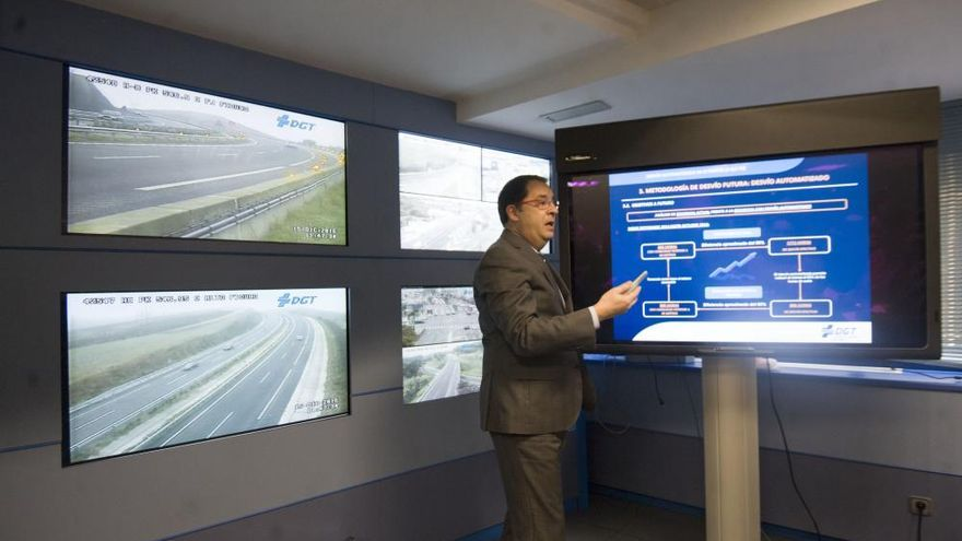 Un nuevo sistema desvía el tráfico de forma automática en la A-8 cuando hay niebla