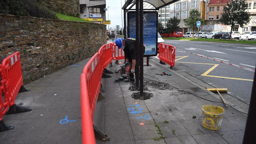 Arrancan las obras para instalar un ascensor en Os Castros