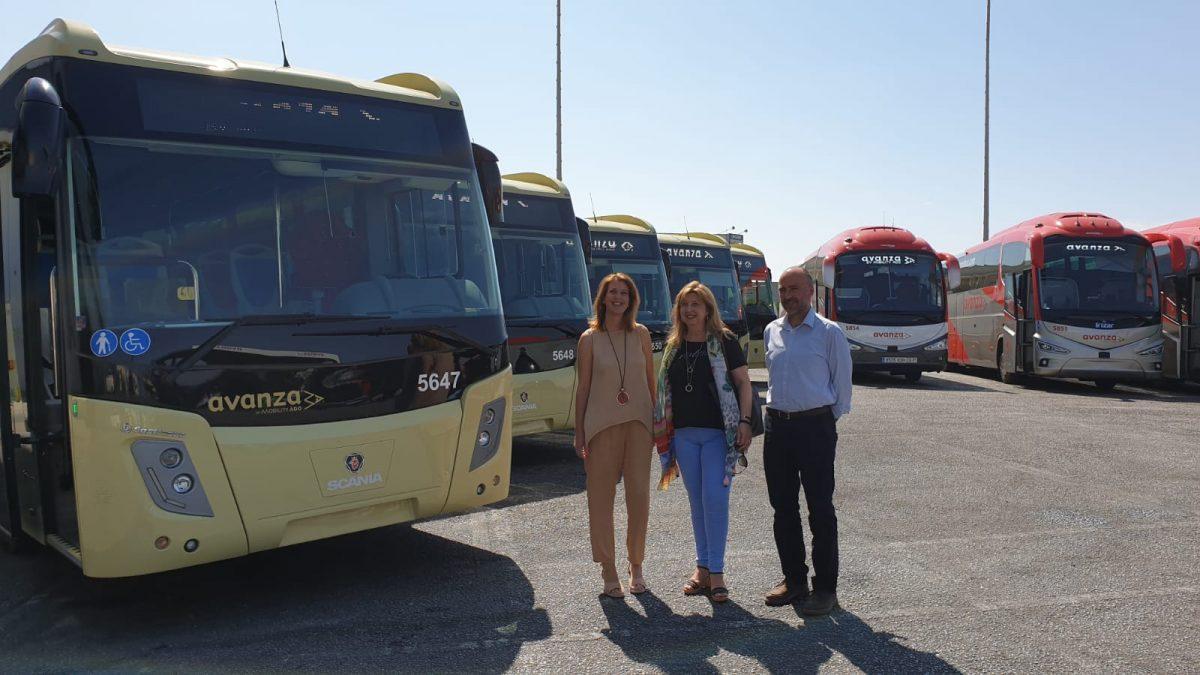 La delegada Carmen Casero, durante la presentación de los nuevos autobuses del Consorcio.