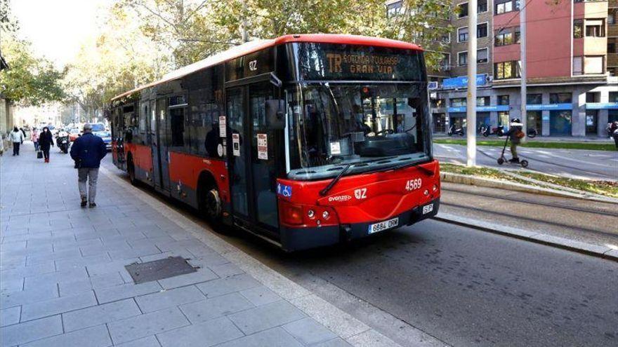 El seguimiento masivo de los paros en el bus aumenta las esperas en las paradas