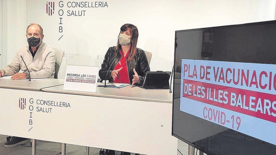 Salud prevé que en junio el 70% de la población de Baleares estará vacunada