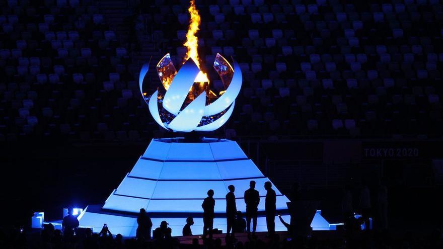 Tòquio acomiada els «Jocs de l'esperança» i saluda París