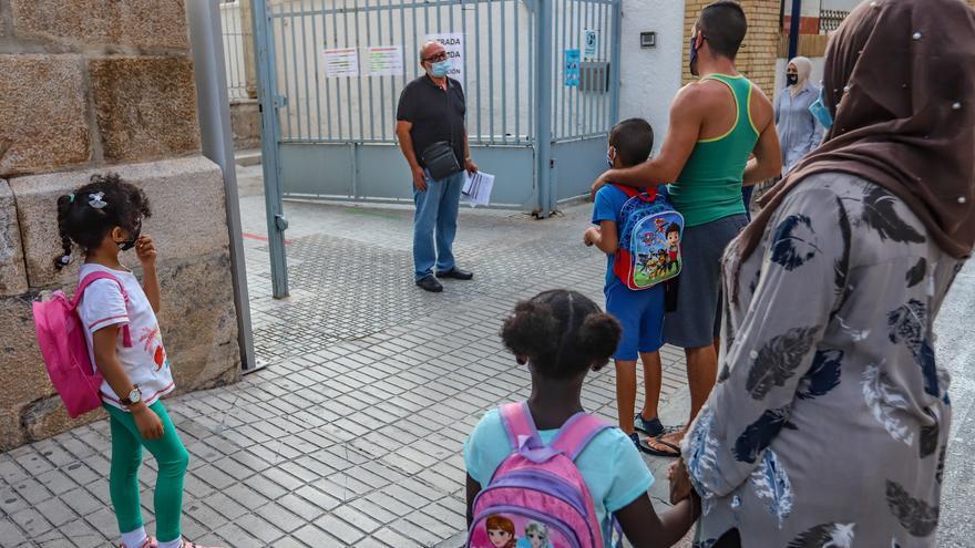 Inicio del curso escolar en los centros educativos de la Vega Baja/T. Sevilla/ J. Carrión