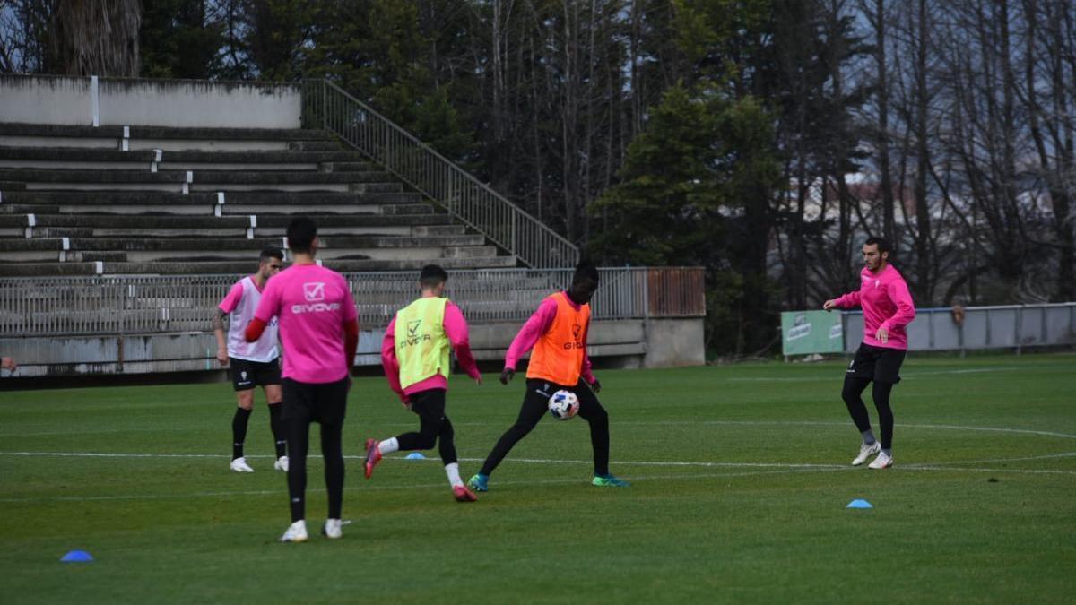 Djetei y Valverde completan parte del entreno del Córdoba CF con el grupo