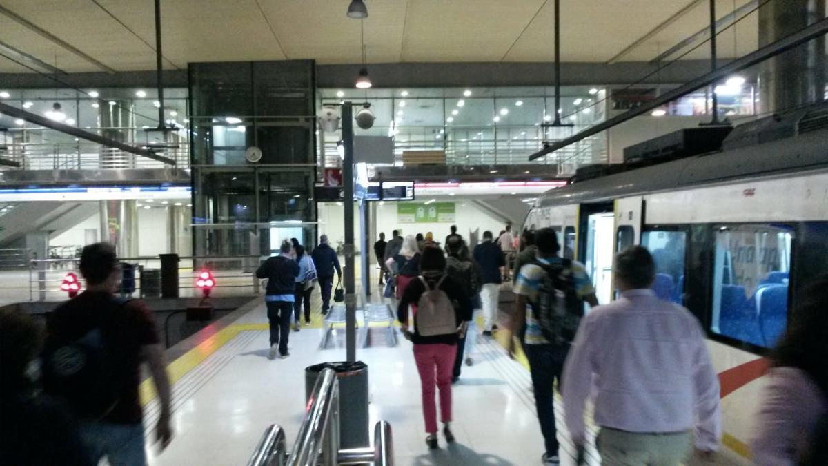 Los usuarios del tren, preocupados por si hay un repunte en fase 2 y no mantienen las distancias