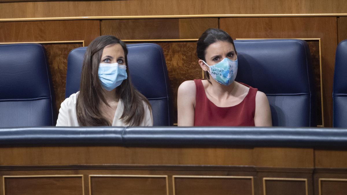La ministra de Derechos Sociales y Agenda 2030, Ione Belarra, y la ministra de Igualdad, Irene Montero.