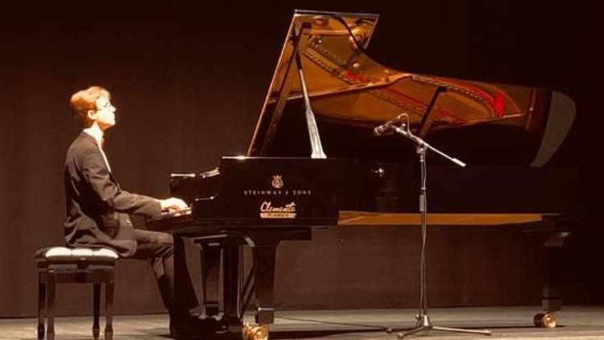 El joven pianista Ferran López demuestra su talento en Sueca
