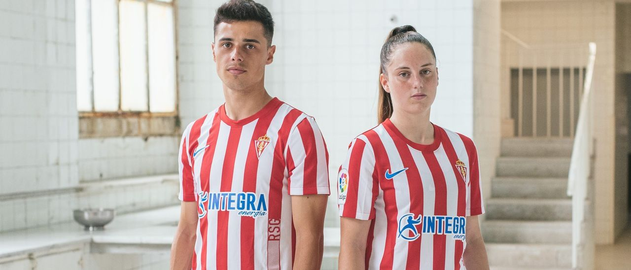 Gaspar Campos y Érika Lombídez posan con la nueva camiseta del Sporting